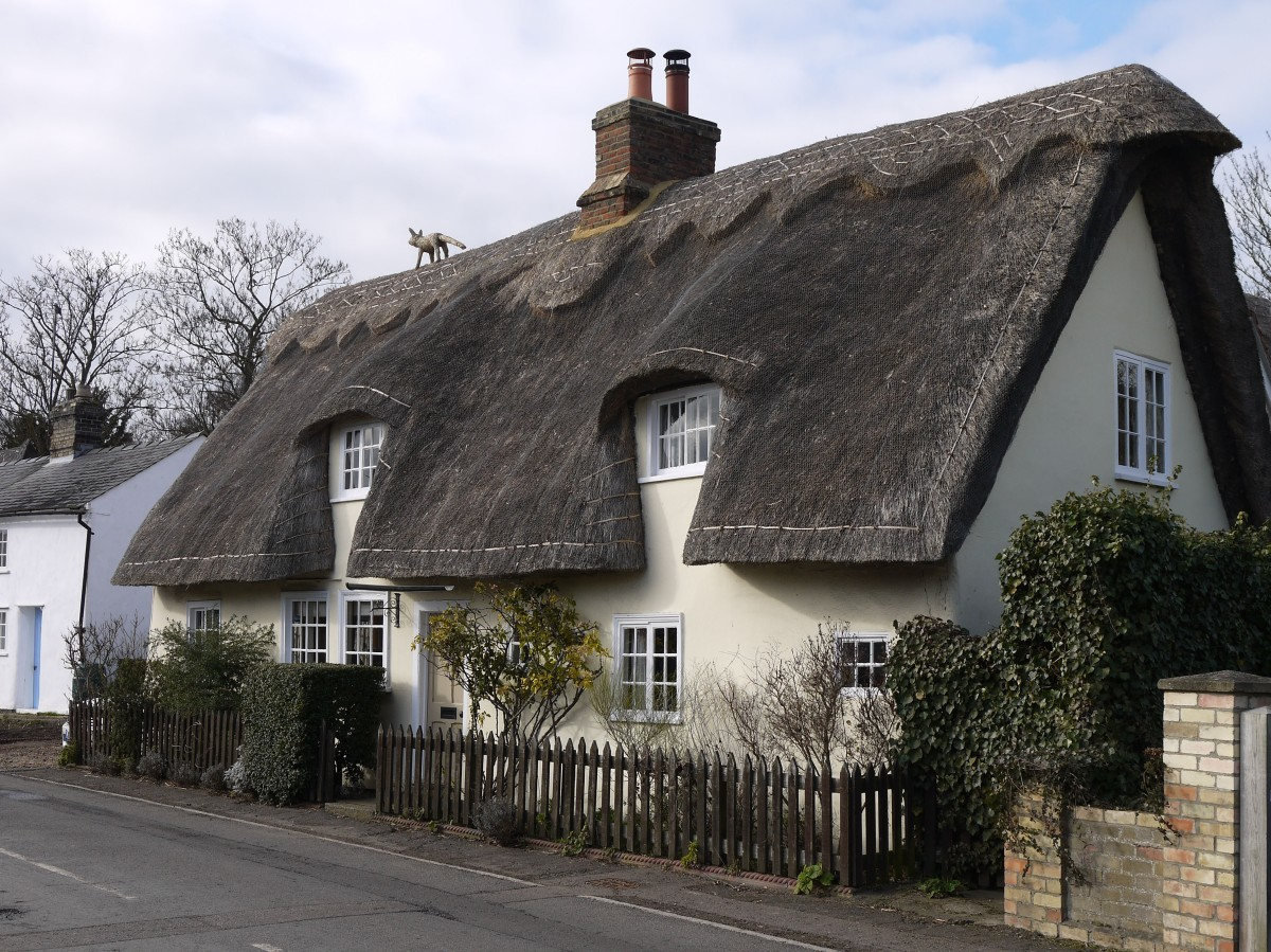 Photo of thatched cottage in Foxton